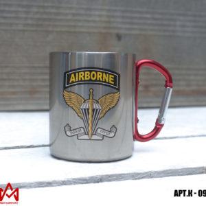 Железная кружка с карабином AIRBORNE
