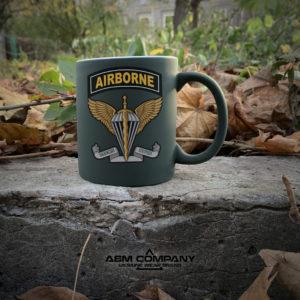 Чашка хамелеон олива с рисунком AIRBORNE