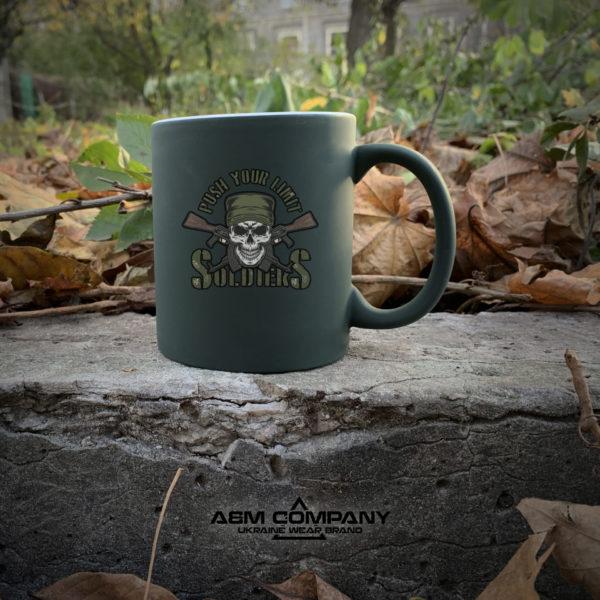 Чашка хамелеон олива с рисунком SOLDIERS