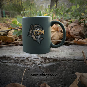 Чашка хамелеон олива с рисунком EAGLE