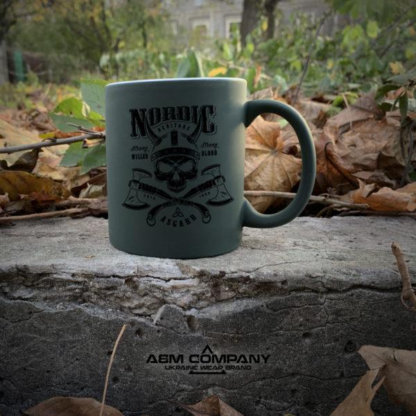 Чашка хамелеон олива с рисунком NORD